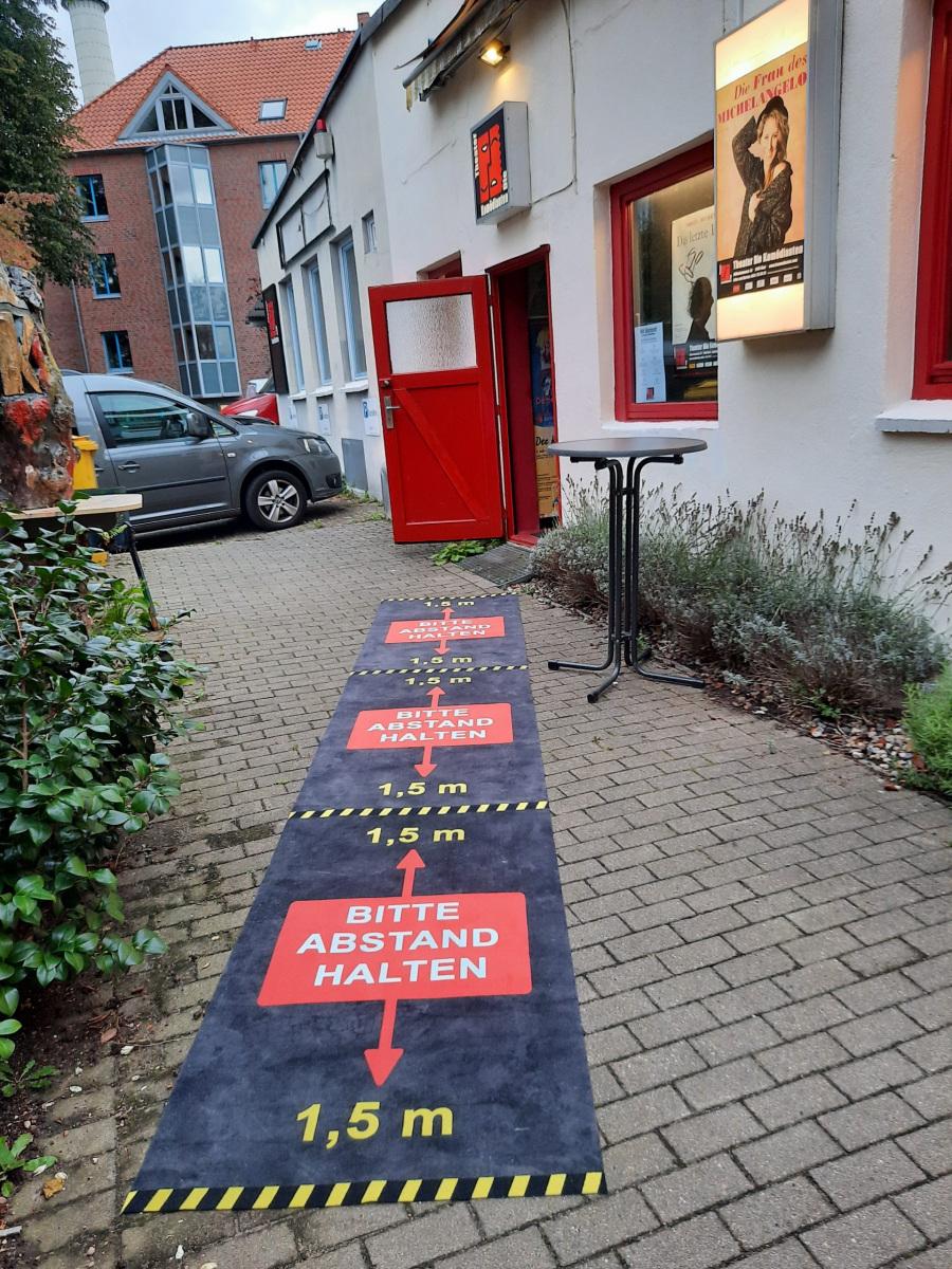 Abstandsmarkierungen - Theater Die Komödianten Kiel